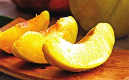 切开的黄桃